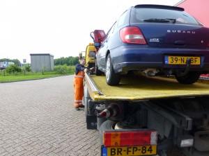 onze trouwe Subaru op de sleepwagen