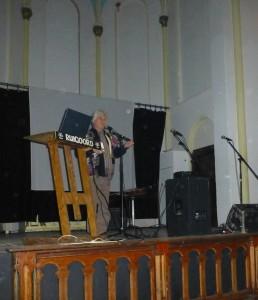 Ruigoord - Hans Plomp op het podium