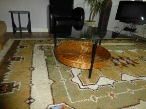 onbehandeld oud tafeltje