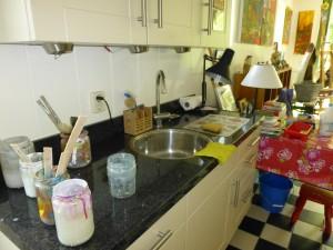 waterpotten om de kwast schoon te spoelen: op kleur!