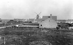 zijaanzicht dorpsschool Westkapelle ca. 1952