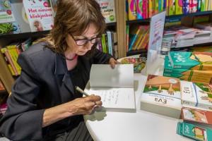 Anne Vellinga signeert Eva Terra Incognita