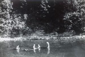 schoonspoelen in de Ourthe (ik met zwemband)