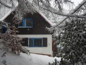 ons Duitse huisje in de sneeuw