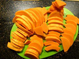 groen en oranje, ofwel snijplank en schijven pompoen
